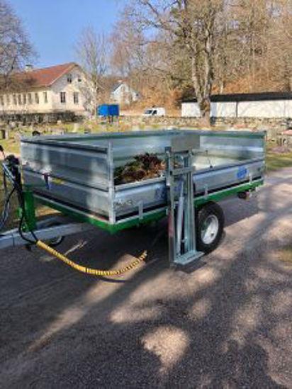 Bild på K-vagnen  sidomonterad sopkärlslyft/kärlvändare